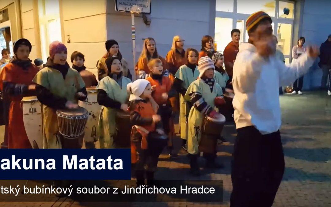 Svou energii vkládají děti do hry na bubny, Hakuna Matata baví už téměř deset let